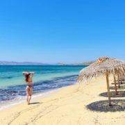 Σεζλόγνκ, καρέκλες σκηνοθέτη, καρεκλάκια και τραπεζάκια: γιατί είναι απαραίτητα στη παραλία