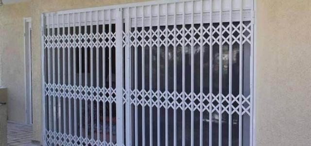 Προστατευτικά Κάγκελα Ασφαλείας vs Συναγερμοί Σπιτιών