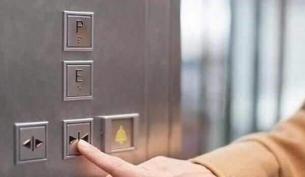 Οδηγίες απεγκλωβισμού από ασανσέρ